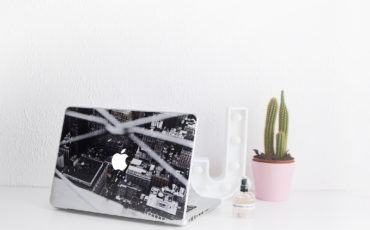 SUPER EASY WAYS TO SPICE UP YOUR DESK
