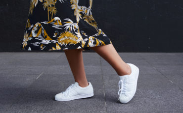 NEVER TOO MUCH WHITE SNEAKERS